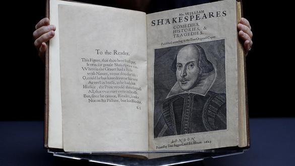Bản sao tuyển tập kịch của Shakespeare được đấu giá lên đến gần 10 triệu đô - Ảnh 1.