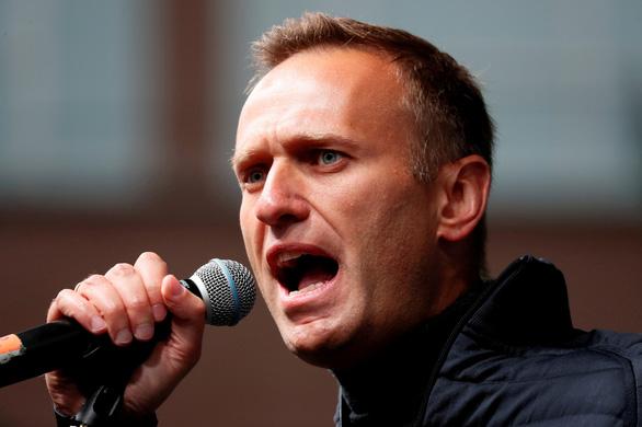 Anh và EU trừng phạt quan chức thân cận ông Putin vì nghi án đầu độc Navalny - Ảnh 1.