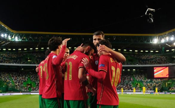 Không Ronaldo, Bồ Đào Nha vẫn đại thắng Thụy Điển - Ảnh 1.