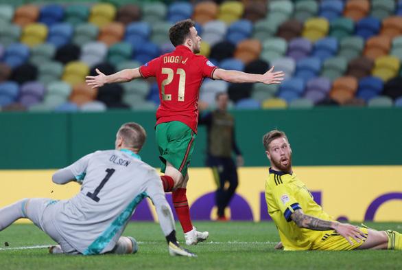 Không Ronaldo, Bồ Đào Nha vẫn đại thắng Thụy Điển - Ảnh 2.