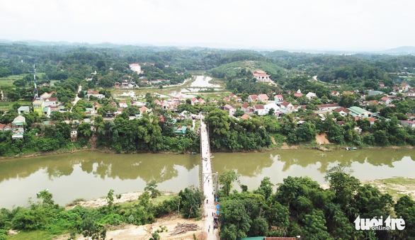 Sẽ xây cầu cứng sau vụ tai nạn 5 người chết ở cầu treo sông Giăng - Ảnh 1.