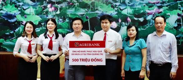 Agribank hỗ trợ 3 tỉ đồng cho đồng bào 6 tỉnh miền Trung - Ảnh 1.