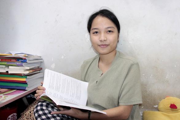 Cô gái một mình trong rừng Nghệ An đã học đại học ở TP.HCM như thế nào? - Ảnh 1.