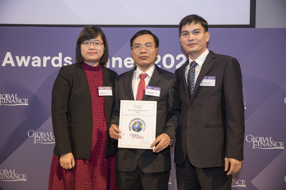 VietinBank 3 lần liên tiếp nhận giải Ngân hàng cung cấp dịch vụ ngoại hối tốt nhất VN - Ảnh 1.