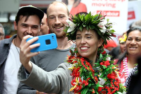 Thủ tướng New Zealand Jacinda Ardern trên đà thắng lớn - Ảnh 1.