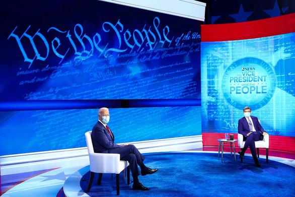 Trả lời chất vấn cử tri, ứng viên Biden được cho bài tập dễ - Ảnh 2.