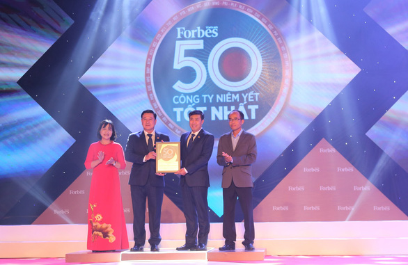 HDBank vào top 50 công ty niêm yết tốt nhất năm - Ảnh 1.