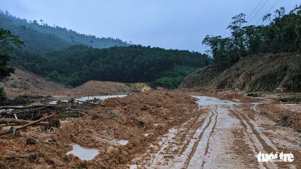 Tìm mọi cách tiếp cận thủy điện Rào Trăng 3 giữa mưa lớn dồn dập - Ảnh 4.