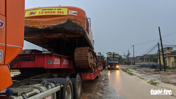 Tìm mọi cách tiếp cận thủy điện Rào Trăng 3 giữa mưa lớn dồn dập - Ảnh 3.