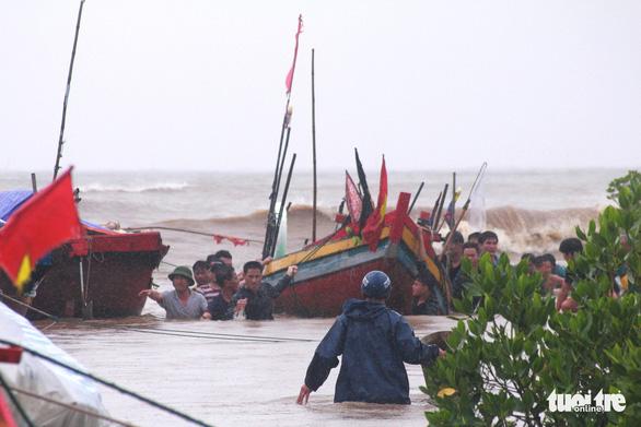 Hà Tĩnh mưa lớn dồn dập ứng phó khẩn cấp, thủy điện xả tràn - Ảnh 2.