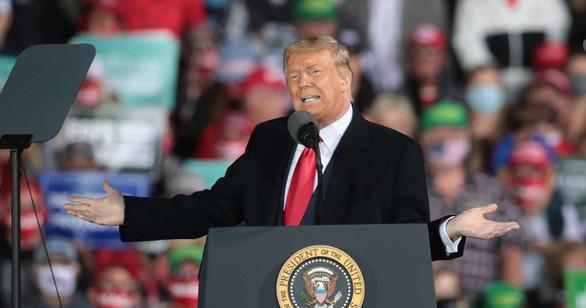 Ông Trump hé lộ cách bắt Trung Quốc đền thiệt hại do COVID-19 - Ảnh 1.