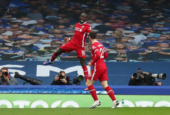 VAR 'nổ' ở phút bù giờ, Liverpool mất chiến thắng trước Everton - Ảnh 1.