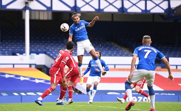 VAR 'nổ' ở phút bù giờ, Liverpool mất chiến thắng trước Everton - Ảnh 4.