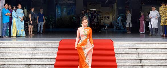Nghệ sĩ Phi Điểu, Quỳnh Hoa lan tỏa tình yêu áo dài tại các điểm du lịch nổi tiếng - Ảnh 4.