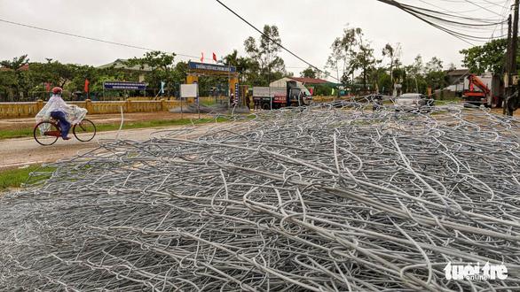 Tập kết hàng trăm tấm lưới thép mở đường vào Rào Trăng 3 - Ảnh 4.