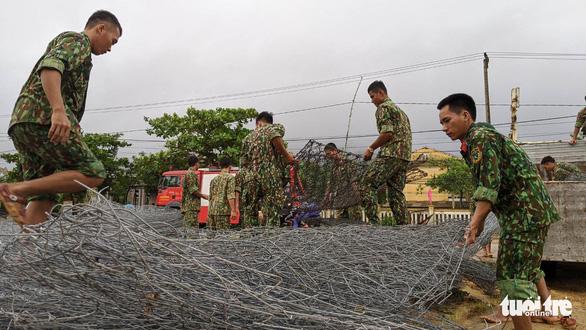 Tập kết hàng trăm tấm lưới thép mở đường vào Rào Trăng 3 - Ảnh 6.