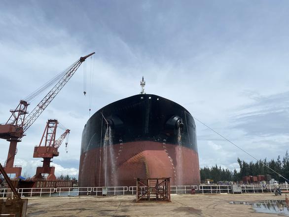 Giải phẫu thẩm mỹ cho tàu dầu to hơn tàu sân bay - Ảnh 4.