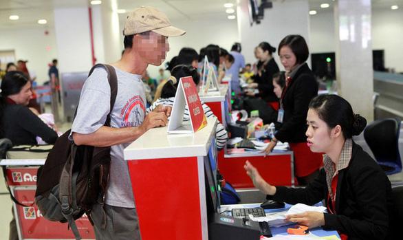 Hành khách không nộp phạt vì lỗi xài giấy tờ người khác: Cấm bay 1 năm - Ảnh 1.