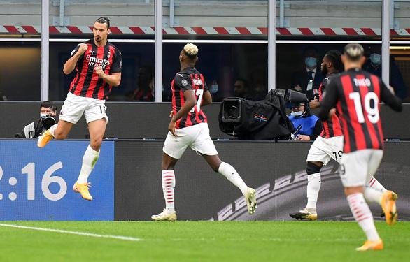 Trở lại sau khi mắc COVID-19, Ibrahimovic lập cú đúp giúp AC Milan thắng trận derby Milan - Ảnh 2.