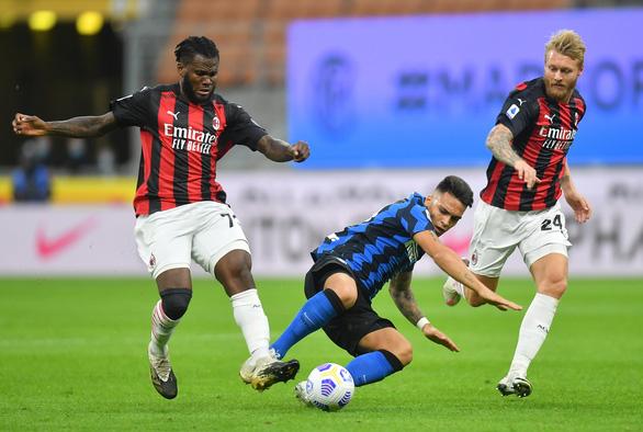 Trở lại sau khi mắc COVID-19, Ibrahimovic lập cú đúp giúp AC Milan thắng trận derby Milan - Ảnh 3.
