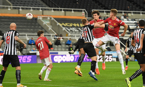 Bùng nổ cuối trận, Man Utd thắng đậm Newcastle tại St James Park - Ảnh 2.