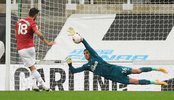 Bùng nổ cuối trận, Man Utd thắng đậm Newcastle tại St James Park - Ảnh 3.