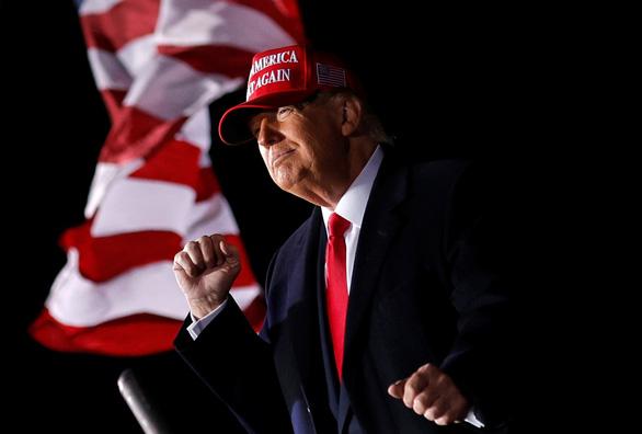 Tổng thống Trump đi vận động khi số ca dương tính lên kỷ lục - Ảnh 1.