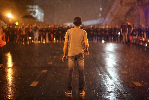 Hàng chục ngàn người Thái đội mưa biểu tình, bất chấp lệnh cấm - Ảnh 8.