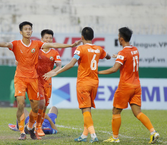 Vòng 3 giai đoạn 2 Giải bóng đá hạng nhất 2020: Bình Định sống lại hi vọng thăng hạng - Ảnh 1.
