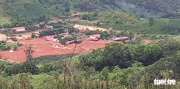 Sạt lở núi vùi lấp 22 cán bộ chiến sĩ: Đã tìm thấy 14 thi thể, điều 2 trực thăng cứu nạn - Ảnh 17.