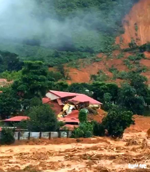 Sạt lở núi vùi lấp 22 cán bộ chiến sĩ: Đã tìm thấy 14 thi thể, điều 2 trực thăng cứu nạn - Ảnh 16.