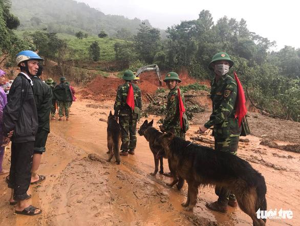Sạt lở núi vùi lấp 22 cán bộ chiến sĩ: Đã tìm thấy 14 thi thể, điều 2 trực thăng cứu nạn - Ảnh 5.