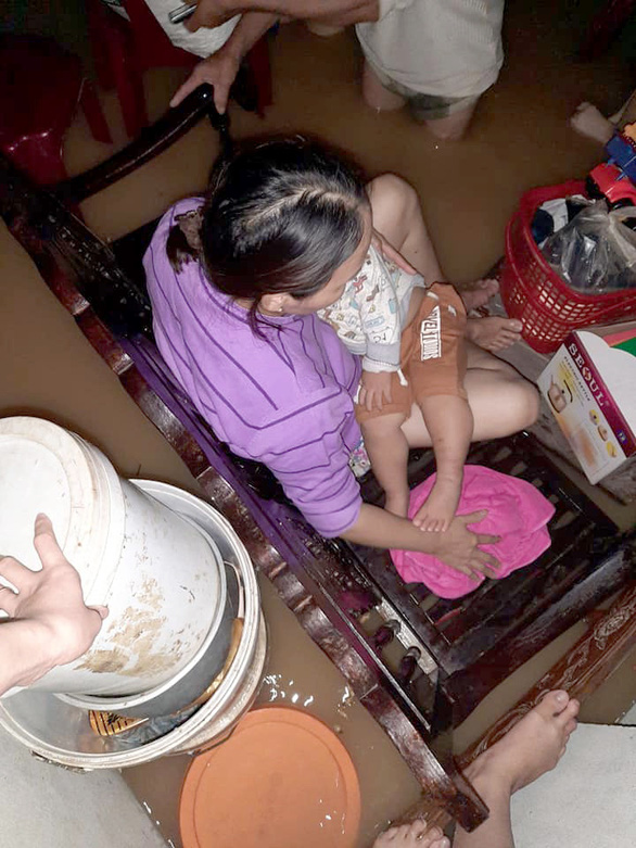 Lũ dâng nhanh trong đêm, dân Quảng Trị lên mạng cầu cứu khẩn thiết - Ảnh 1.