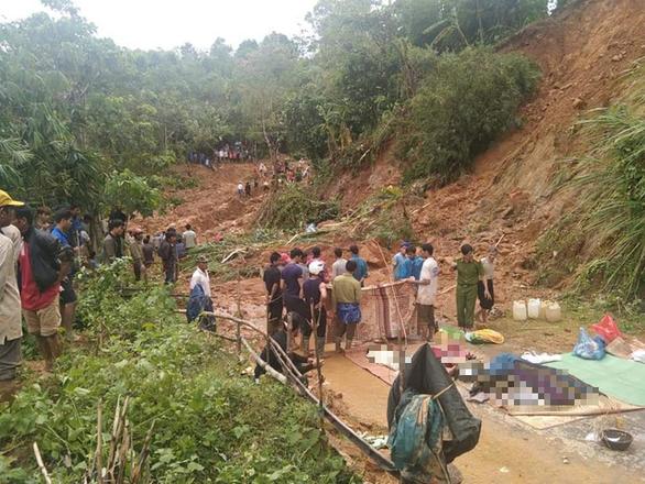 Đã tìm được 5 thi thể gia đình 6 người bị núi lở vùi lấp ở Quảng Trị - Ảnh 1.