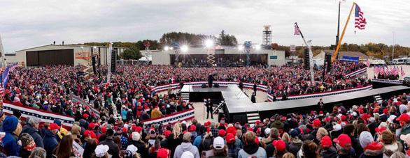 Tổng thống Trump đi vận động khi số ca dương tính lên kỷ lục - Ảnh 2.