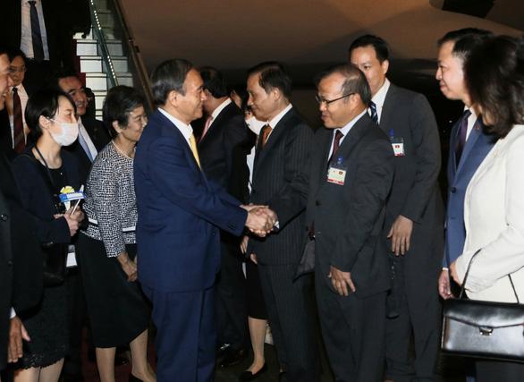 Thủ tướng Nhật Bản Suga Yoshihide đã đến Hà Nội, chính thức thăm Việt Nam - Ảnh 6.