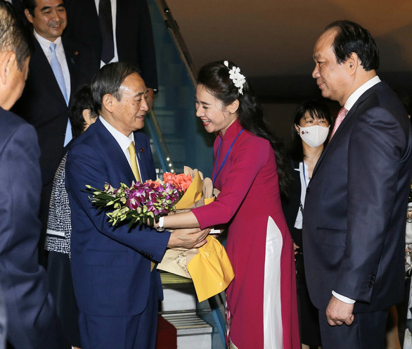 Thủ tướng Nhật Bản Suga Yoshihide đã đến Hà Nội, chính thức thăm Việt Nam - Ảnh 4.