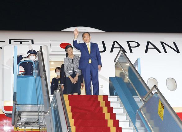 Thủ tướng Nhật Bản Suga Yoshihide đã đến Hà Nội, chính thức thăm Việt Nam - Ảnh 3.