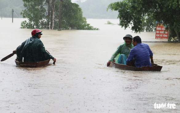 Quảng Bình, Hà Tĩnh mưa rất lớn, 122 người chết, mất tích ở miền Trung - Ảnh 1.