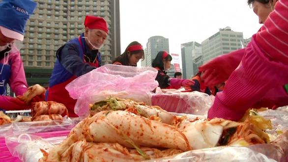 Mưa bão thất thường, Hàn Quốc nguy cơ khủng hoảng kim chi - Ảnh 2.