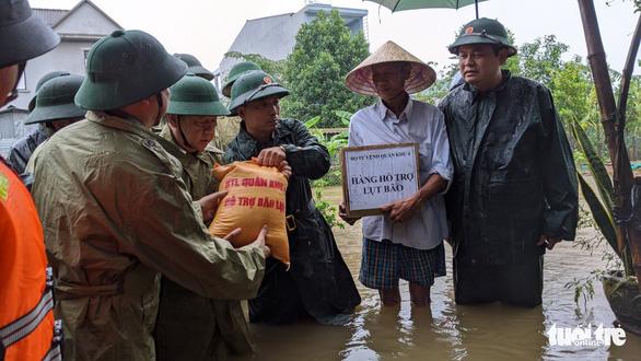 Thủ tướng quyết định xuất 4.000 tấn gạo cứu đói 4 tỉnh miền Trung - Ảnh 1.
