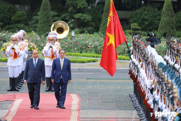 Thủ tướng Nguyễn Xuân Phúc tiếp đón Thủ tướng Suga Yoshihide - Ảnh 2.