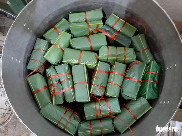 Bà con Nghệ An nấu bánh chưng gửi vô vùng lũ Hà Tĩnh, Quảng Bình - Ảnh 3.