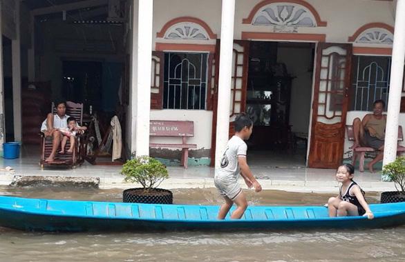 Kiên Giang: Ngập úng, lở đê khắp nơi do ảnh hưởng mưa bão, triều cường - Ảnh 1.