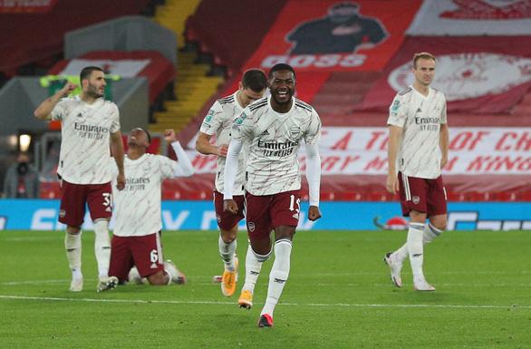 Leno tỏa sáng trên chấm luâu lưu, Arsenal đánh bại Liverpool tại Cúp Liên đoàn - Ảnh 1.