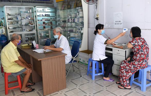 Những bác sĩ quân hàm xanh chữa bệnh miễn phí cho người nghèo - Ảnh 1.
