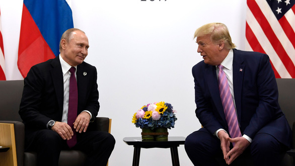 Người Nga khuyên ông Trump tiêm vắc xin Sputnik V và tới Matxcơva trị bệnh - Ảnh 1.