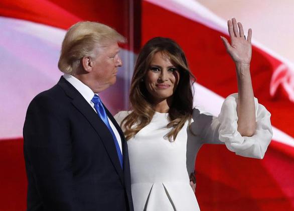 Ông Trump và vợ mắc COVID-19, chứng khoán Mỹ lao dốc - Ảnh 3.