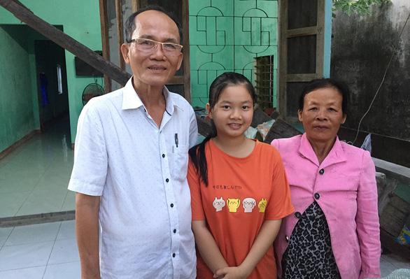Ân nhân của sinh viên nghèo: 'Biết mà không giúp thì day dứt lắm'