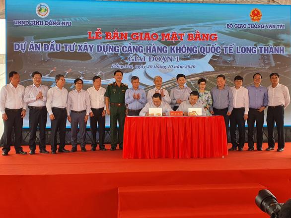 Bàn giao 2.589ha đất sạch để khởi công sân bay quốc tế Long Thành - Ảnh 2.
